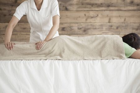 power suppliers: Woman to be massaging the thigh with both hands