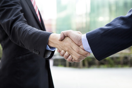 Close up of businessmen shaking hands Фото со стока