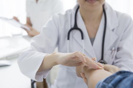 Il medico della donna per la visita medica