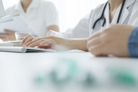 Woman doctors and nurses to listen to the symptoms of the patient