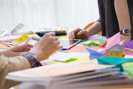 In carriera ha un incontro in cui alcuni origami colorati molto sulla scrivania