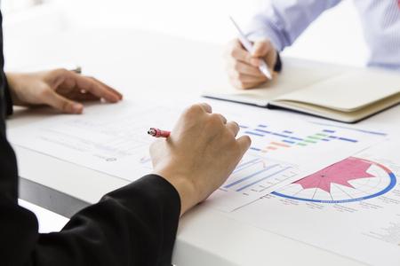 Business-Frau haben ein Treffen von Angesicht zu Angesicht Standard-Bild