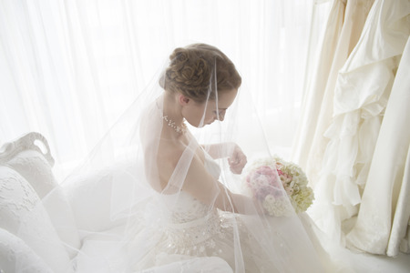 Bride is preparing the wedding in waiting room Imagens