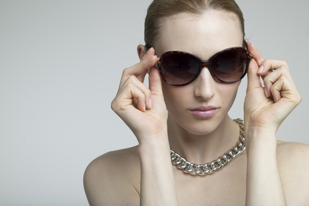 아름다운 여성 초상화 선글라스를 착용 스톡 콘텐츠 - 50436322