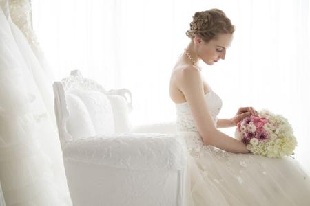 結婚式: 花嫁控え室で待っています。