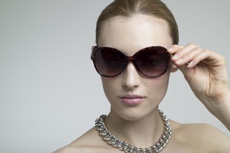 sun glasses: Sexy Woman Wearing Sunglasses, closeup portrait