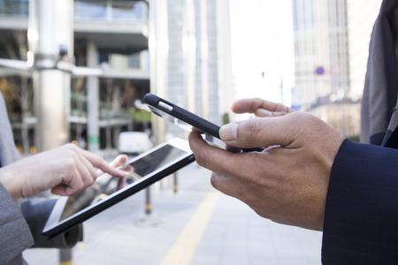subordinates: Superiors and subordinates to use the smartphone