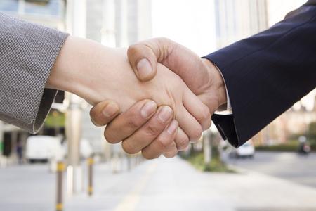 サラリーマンの握手 写真素材