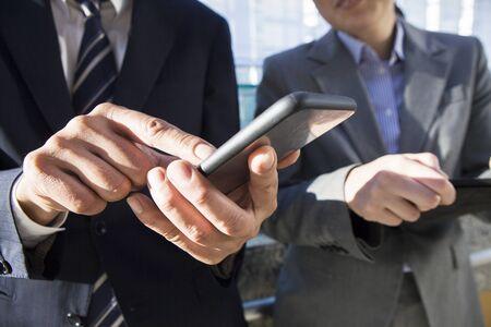 superiors: Superiors and subordinates to use the smartphone
