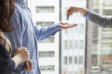 cerrando negocio: agente de bienes raíces para pasar la clave para la pareja