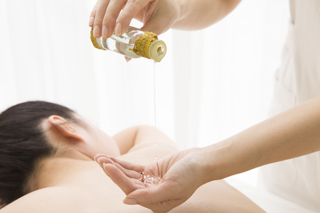 salon spa: Oil esthetician uses
