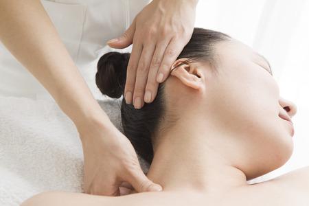 esthetician: Esthetician for a neck massage