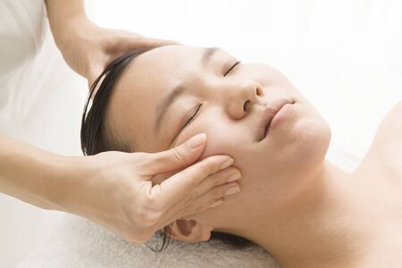 eliminate: Massage to eliminate the sagging of the face