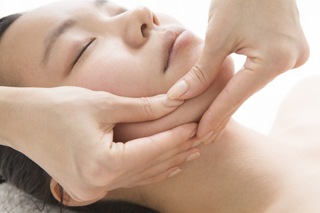 private parts: Massage to eliminate the sagging of the face