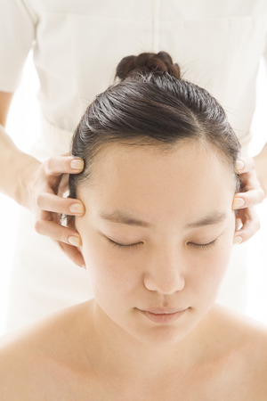 relax massage: Female customers to relax in the head massage Stock Photo