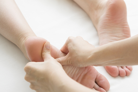 foot girl: Female customers, which is a foot massage