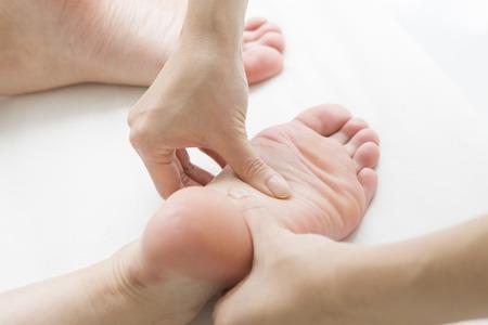 pied fille: massage des pieds Polite