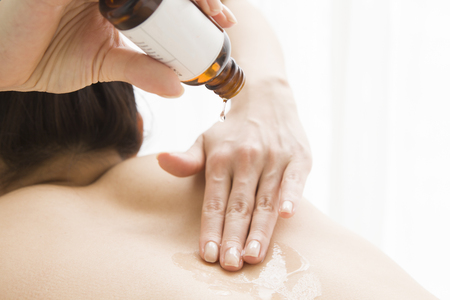 esthetician: Esthetician to paint the oil in the beauty for women