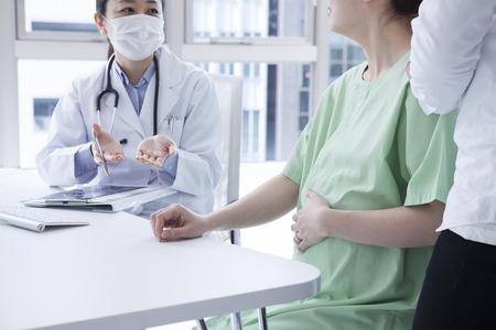 病院に来たカップル