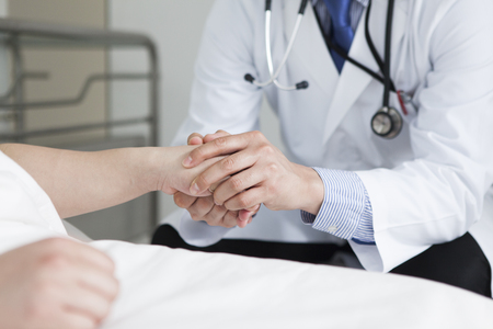 Inpatient to be held a hand to the doctor