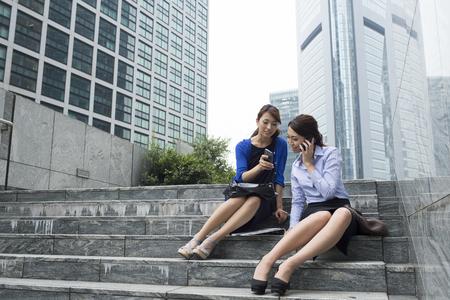 オフィス街に女性会社員