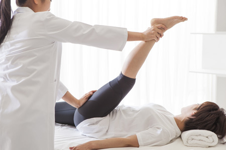 After work of women undergoing a thigh muscle massage. A reward of one day, the best relax.