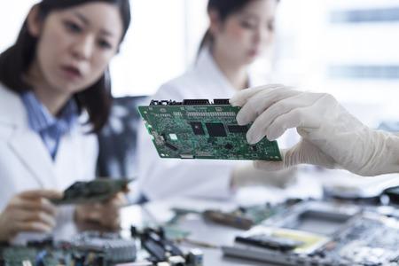 ferraille: Technologie faite par de petites pièces.