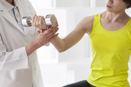 People to the rehabilitation use a dumbbell.