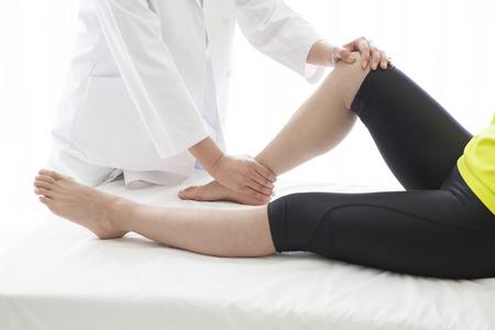 Quiropráctica, la osteopatía, el alivio del dolor concepto.