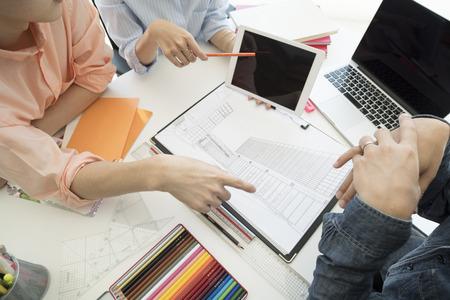 Una foto tomada desde la parte superior de la reunión de diseñadores. Foto de archivo