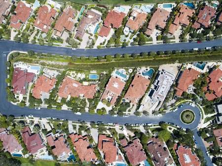 Aerial shooting of a new luxury residential area. Viewpoint from directly above. Zdjęcie Seryjne