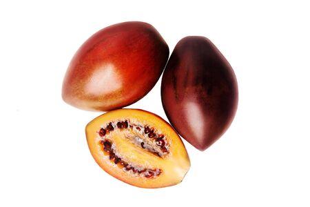 tomate de arbol: Tres tomate de árbol en el fondo blanco
