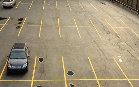 車で駐車場の空撮 写真素材