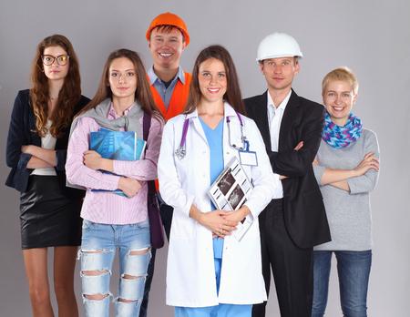 女医と労働者の人々 のグループ。
