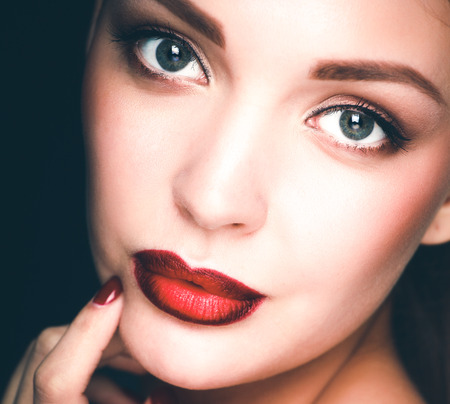 Close up portrait of beautiful young woman face Imagens