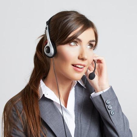 Vrouw klantenservice werknemer, call center lachende exploitant met telefoon headset