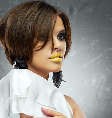 pelo castaño claro: Woman close up face portrait with bob hairstyle. beauty model. Foto de archivo