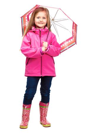 Meisje het stellen in manierstijl die de herfstkleding dragen. Regenlaarzen.