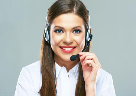 Call centre ondersteuning operator. Close-up portret van vrouw klantenservice aan de balie te raken. Geïsoleerde studio. Stockfoto