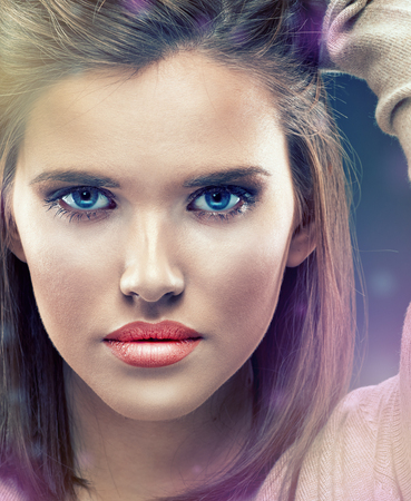 Beautiful girl face close up portrait. Studio background isolated. Banque d'images
