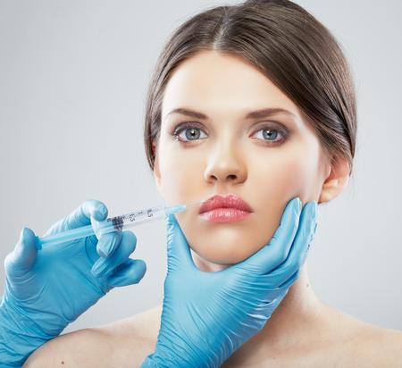 Retrato de belleza mujer cara cirugía cerca. Modelo femenina. Foto de archivo