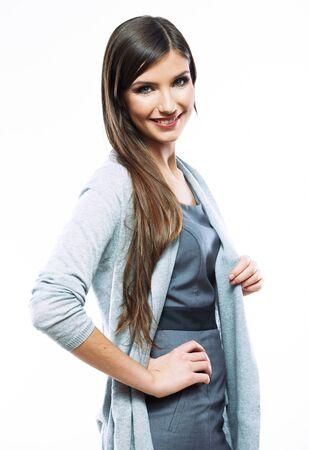 Geschäftsfrau, die gegen weißen Hintergrund steht. Lächelnde weibliche Geschäftsmodell-Studioaufstellung. Standard-Bild