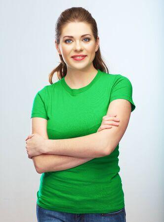 Junge Frau lokalisiertes Porträt, grün gekleidetes weibliches Baumuster. Standard-Bild