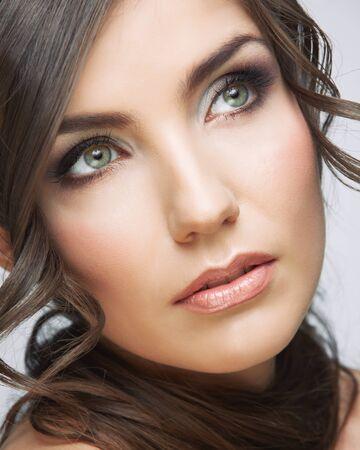 Beauty woman face close up portrait. Light make up. Female model studio posing. Фото со стока