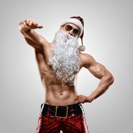 männer nackt: Feiertage und Feiern, Neujahr, Weihnachten, Sport, Bodybuilding, Gesunder Lebensstil - muskulös schön sexy Santa Claus Lizenzfreie Bilder