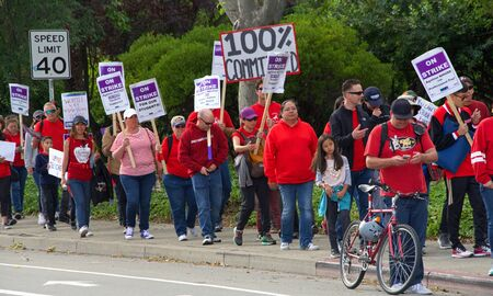 Union City, CA - May 22, 2019: Teachers and students march to the New Haven School District Educational Services Center to protest. The 1st teachers strike ever at New Haven Unified's schools in Uni 報道画像
