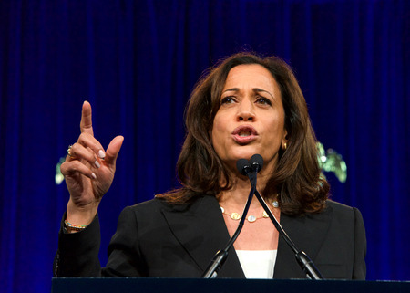 San Francisco, CA - August 23, 2019: Presidential candidate Kamala Harris speaking at the Democratic National Convention summer session in San Francisco, California. Éditoriale