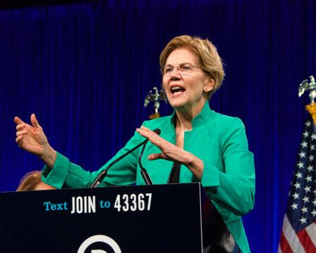 San Francisco, CA - 23 de agosto de 2019: la candidata presidencial Elizabeth Warren hablando en la sesión de verano de la Convención Nacional Demócrata en San Francisco, California. Editorial