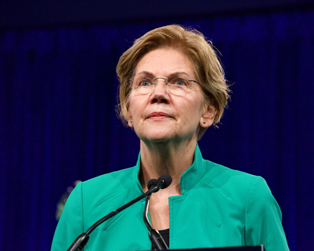 San Francisco, CA - August 23, 2019: Presidential candidate Elizabeth Warren speaking at the Democratic National Convention summer session in San Francisco, California. Archivio Fotografico - 128989884