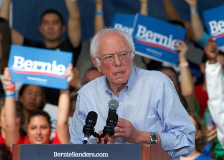 Richmond, CA - Feb 17, 2020: Presidential candidate Bernie Sanders speaking at a rally in Richmond. Asking CA voters to make sure to vote, and for No Party Preference voters register democrat and vote Archivio Fotografico - 140920028